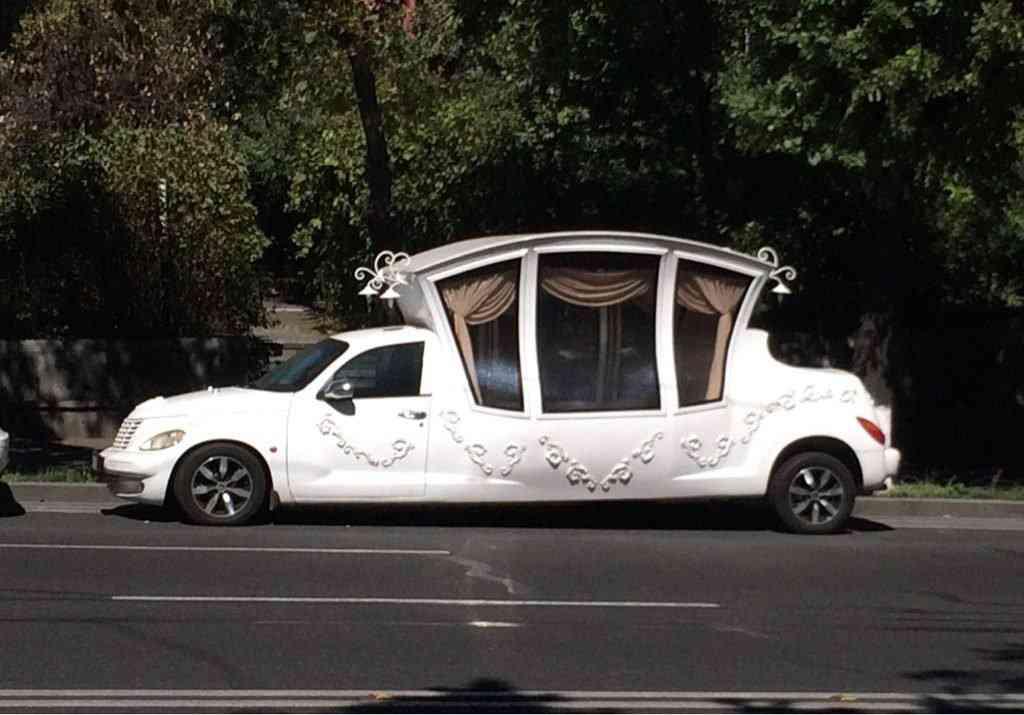 Carros feios e carros horríveis