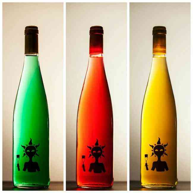 Colorindo vinho: Empresa espanhola fatura alto com vinho colorido