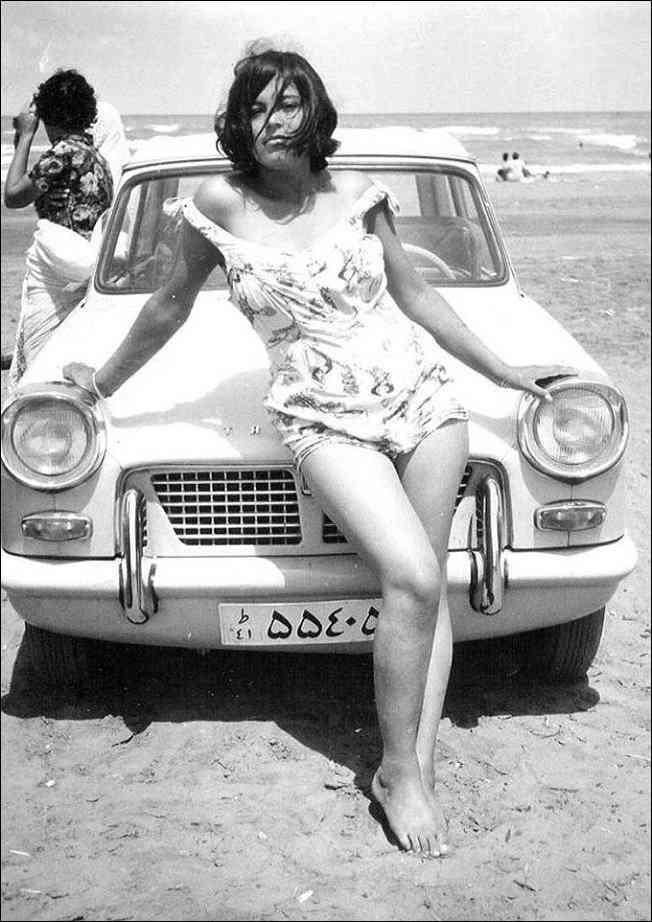 Foto Gump do dia: Uma mulher iraniana na praia em 1960