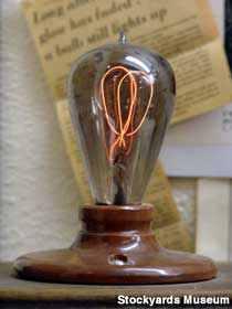 A lâmpada que está acesa a 77 anos e outras que tem mais de 100 anos