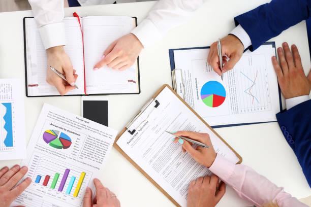 Como devo fazer minha previsão financeira? O que preciso considerar?
