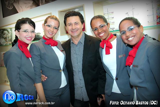 fbdc03f3e6ee4 ... globais Murilo Rosa e Fernanda Paes Leme (simpáticos e acessíveis) e do  proprietário da rede das Óticas Diniz