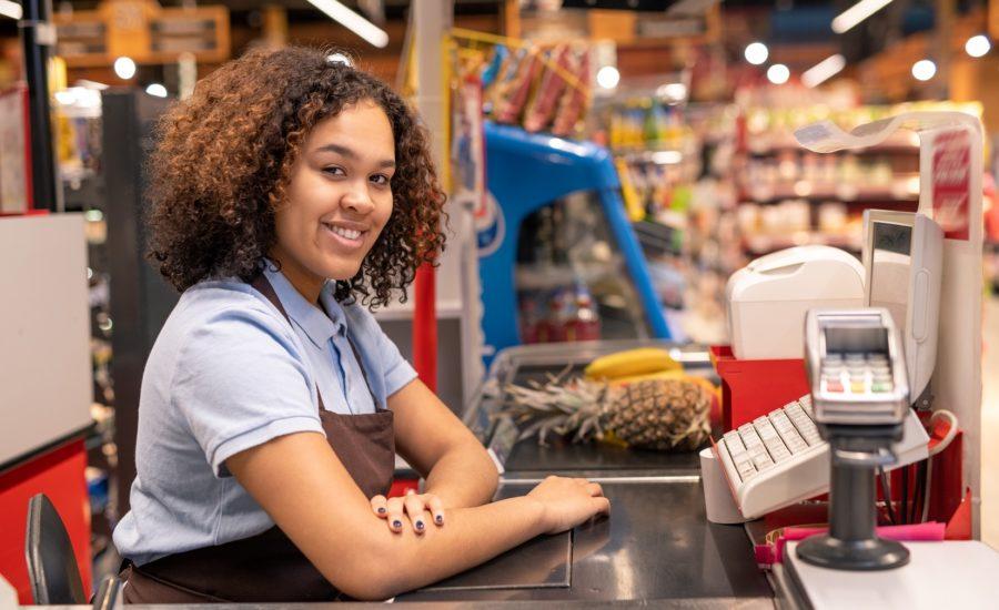 Conquistar vaga de trabalho é primeiro passo para independência financeira feminina; saiba como alcançar a sua