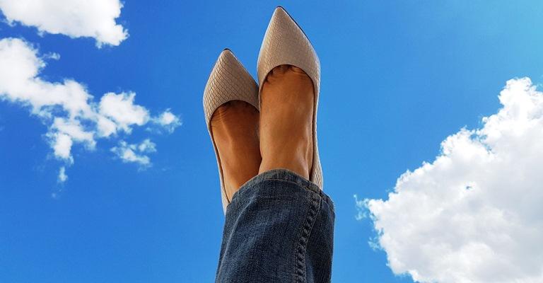 Sapato branco: veja como usar o hit da temporada