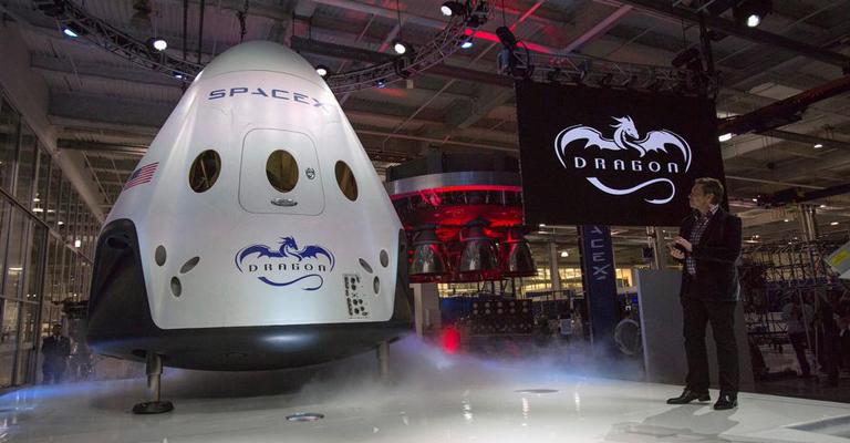 SpaceX adia viagem turística ao redor da Lua