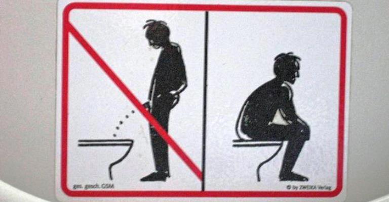 Por que na Alemanha homens fazem xixi sentados?