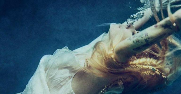 Avril Lavigne lança nova música após cinco anos