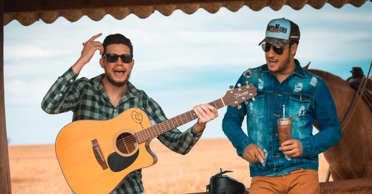 Nova música de Bruno e Barretto já é a 1ª nas rádios