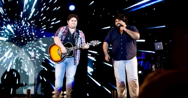 César Menotti & Fabiano fazem show em Exposição de BH
