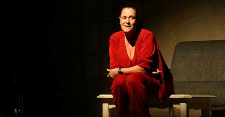 Elizabeth Savala apresenta monólogo em BH