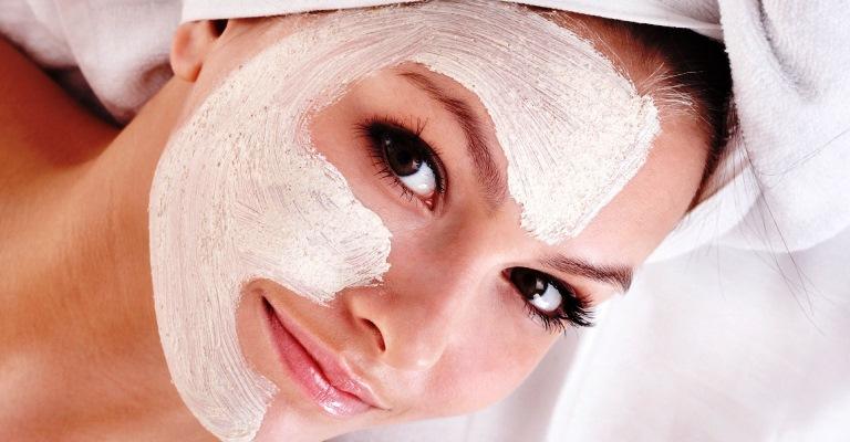 Quer tirar marcas de espinhas do seu rosto?