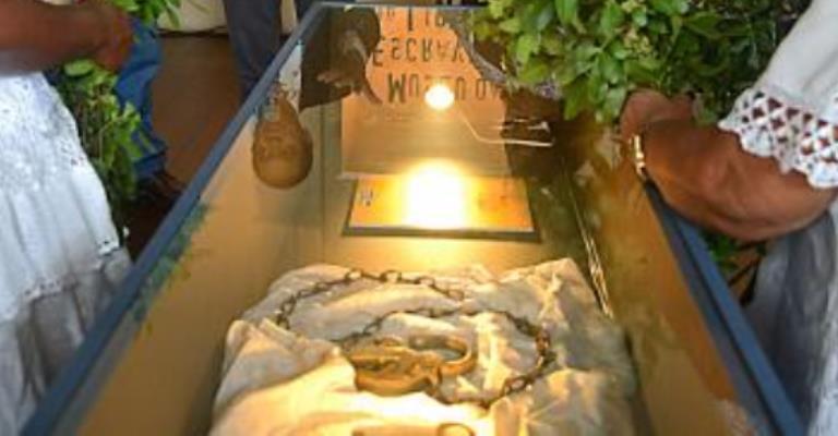 Futuro Museu da Escravidão recebe 1º objeto do acervo