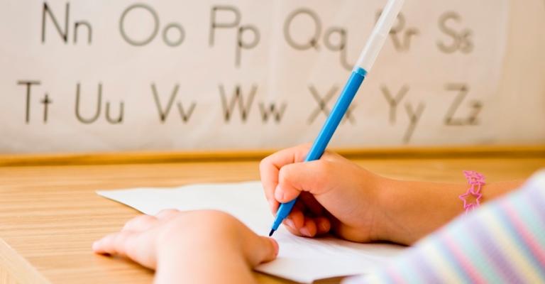 Como ajudar os filhos com problemas de alfabetização