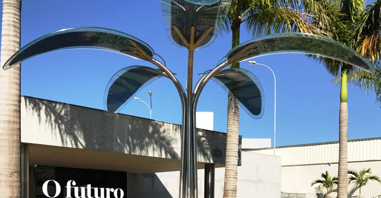 Árvore solar recarrega celular e disponibiliza Wi-Fi