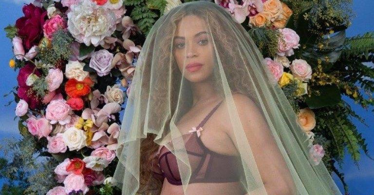 Beyoncé divulga fotos em que aparece nua e grávida
