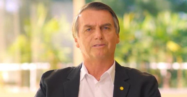 Bolsonaro promete defender a Constituição e a democracia