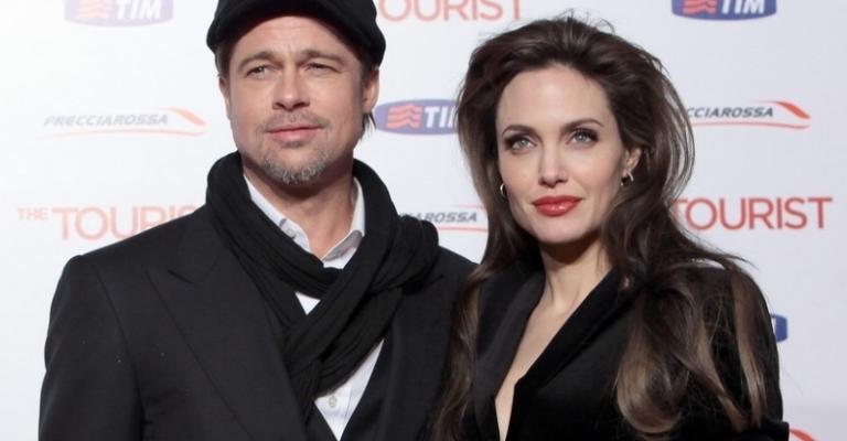 Angelina Jolie entra com pedido de divórcio