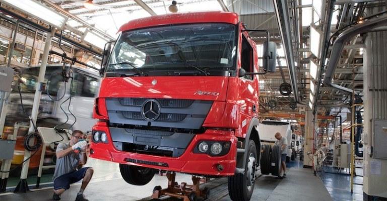 Plataforma da Microsoft ajuda Mercedes a vender caminhões