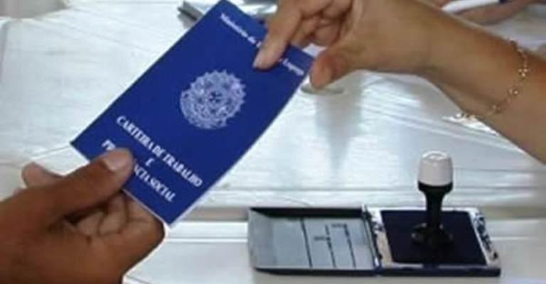 Brasil cria 9,8 mil vagas de trabalho em junho