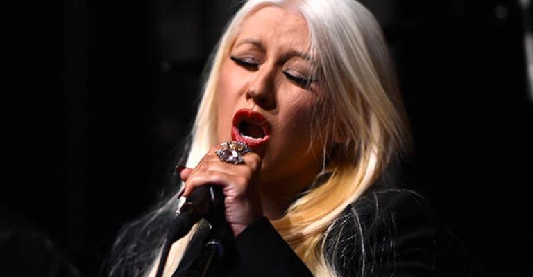 Christina Aguilera homenagea vítimas de Orlando