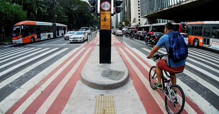 Brasileiros querem menos espaço para carros nas ruas
