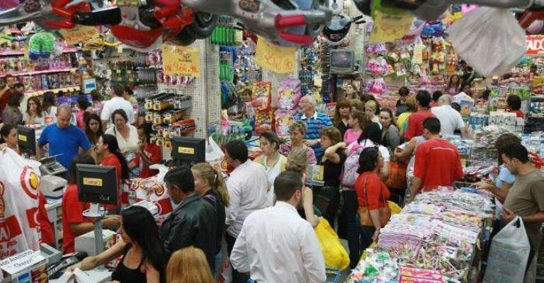 Comércio aumenta previsão de contratações no Natal