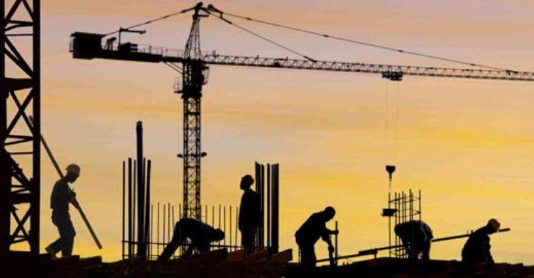 Setores da agricultura e construção em declínio
