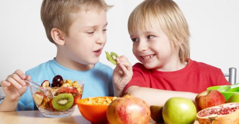 Irmãos novos são bons para a saúde dos mais velhos