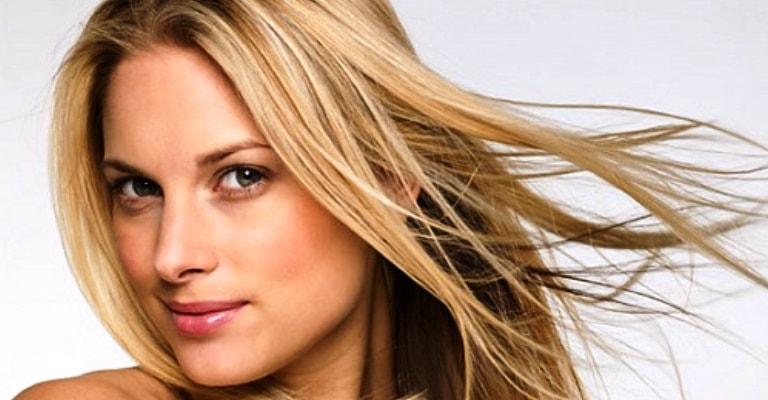Hábitos que prejudicam o cabelo loiro