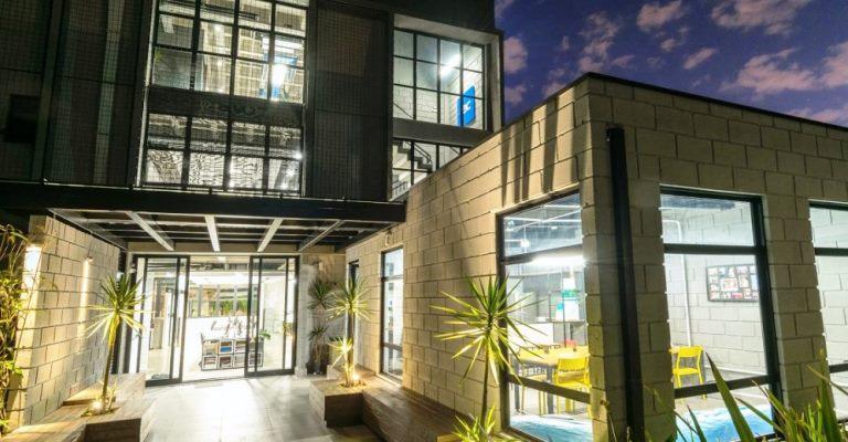 Edifício corporativo é autossuficiente em água e energia
