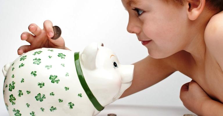 Educação financeira nas escolas muda hábitos de compra da família