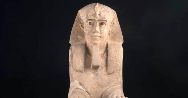 Esfinge é descoberta em templo de Aswan no Egito