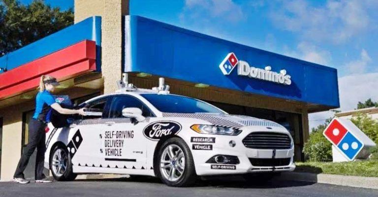 Pizzas são entregues sem motorista nos EUA