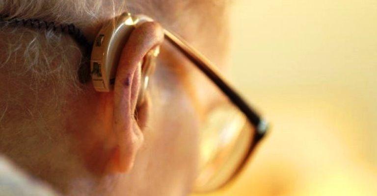 Perda de audição pode levar idosos à depressão