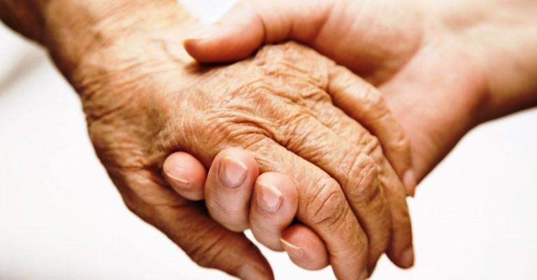 Lei garante prioridade especial para maiores de 80 anos