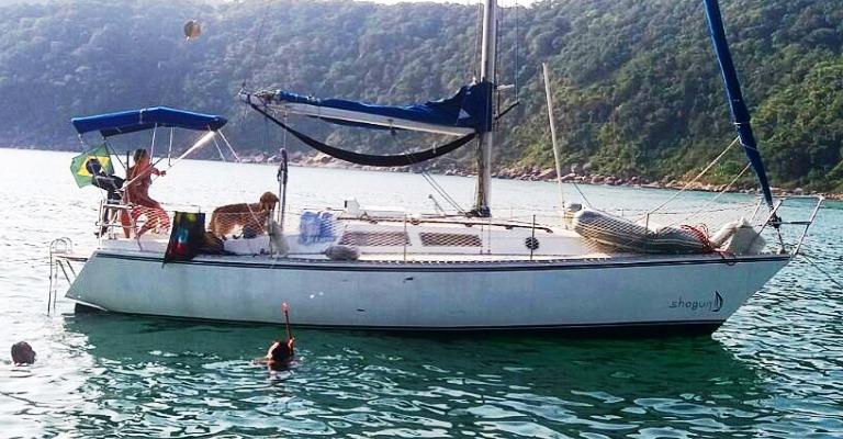 Casal deixa vida em SP para viajar de veleiro pelo mundo
