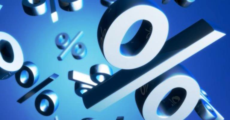 Taxa de juros do cartão cai para 230,4% em junho