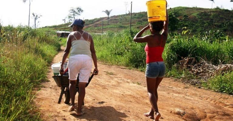 Mulheres são as que mais sofrem com a falta de água