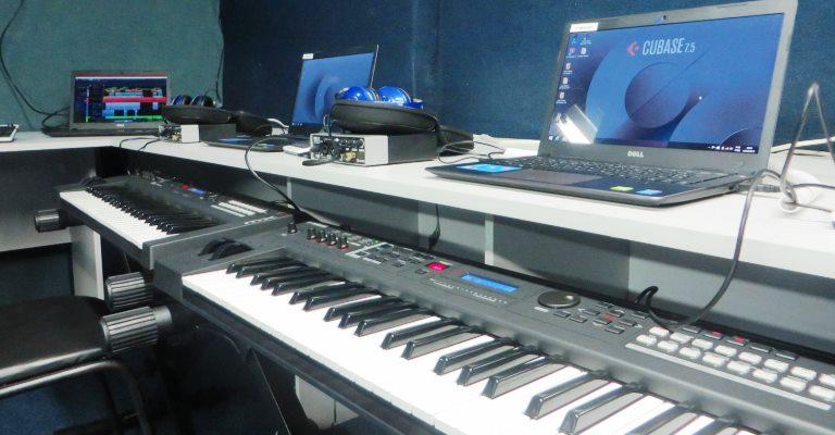 Curso ensina músicos a gravar em casa com software