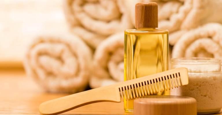 10 óleos essenciais para hidratar os cabelos