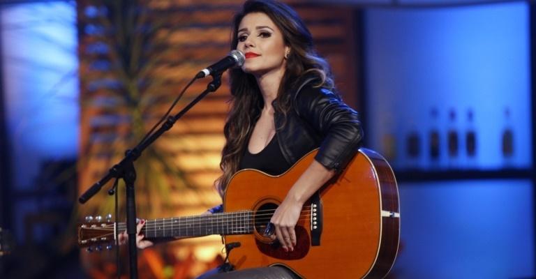 Paula Fernandes apresenta turnê Acústico - Voz e Violão