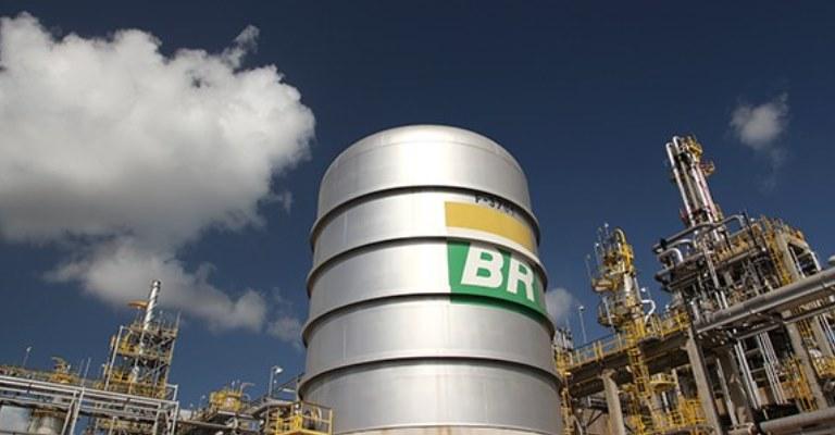 Petrobras registra maior lucro dos últimos oito anos.
