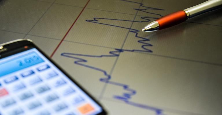 Mercado financeiro reduz projeção para inflação e PIB