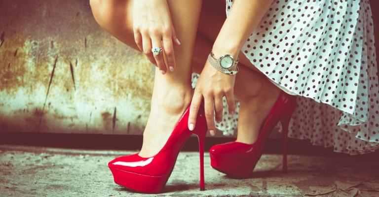 18% das mulheres usam salto para impressionar as outras