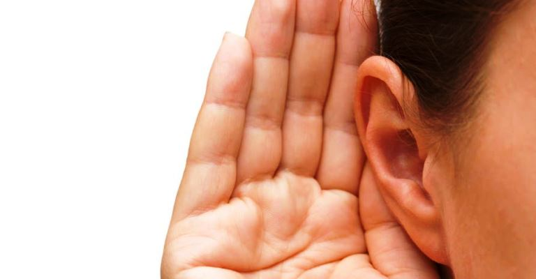 Perda auditiva pode surgir em qualquer idade