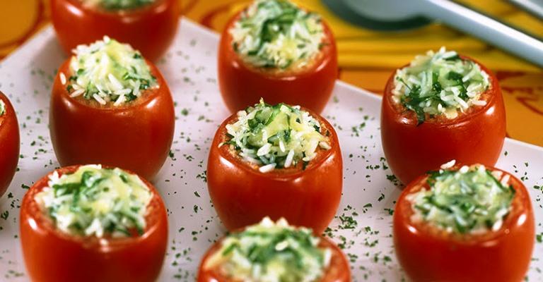 Uma delícia: tomates recheados à pizzaiolo