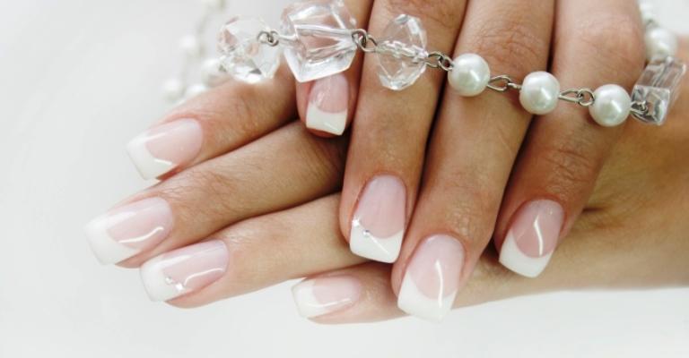Benefícios das unhas de gel e cuidados ao escolher