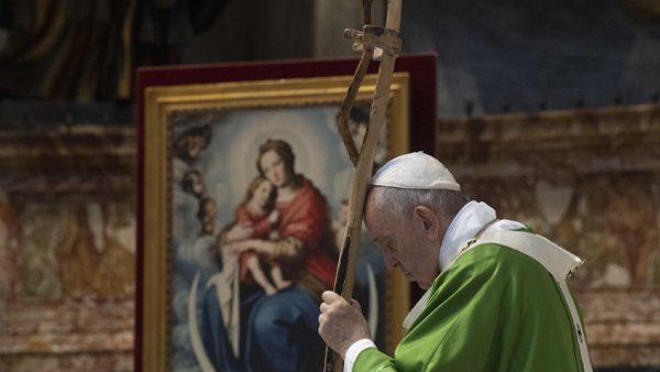 """Migrantes: """"Símbolo de todos os descartados da sociedade"""", afirma Papa"""