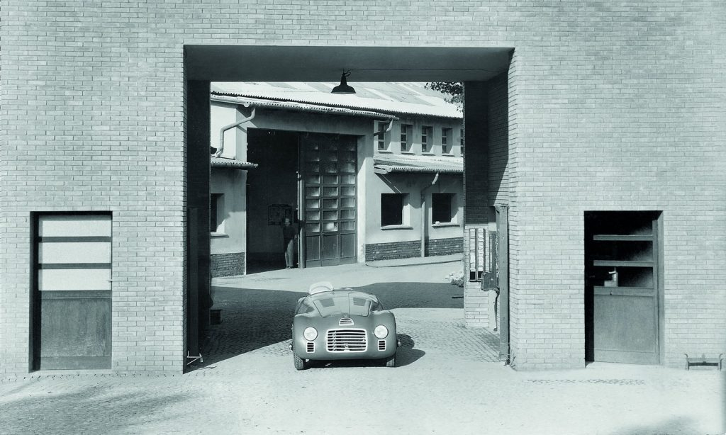 27.-125-s-is-positioned-at-the-entrance-of-the-ferrari-factory-1947