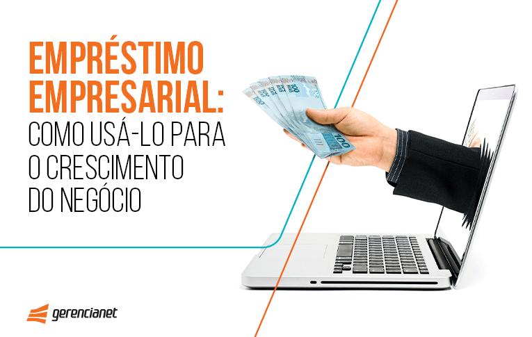 Imagem de uma mão segurando dinheiro saindo de dentro da tela de um notebook